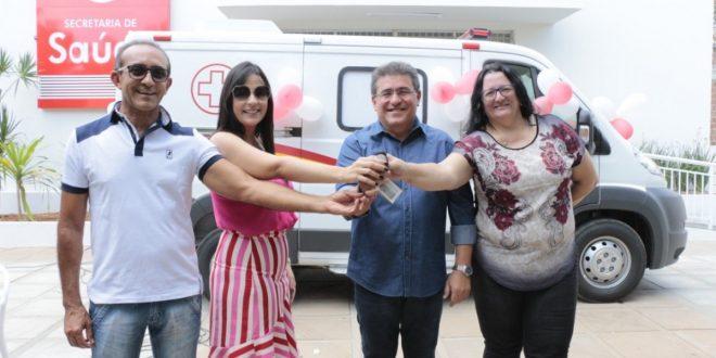 Prefeitura de Serra Talhada entrega nova ambulância à Secretaria ...